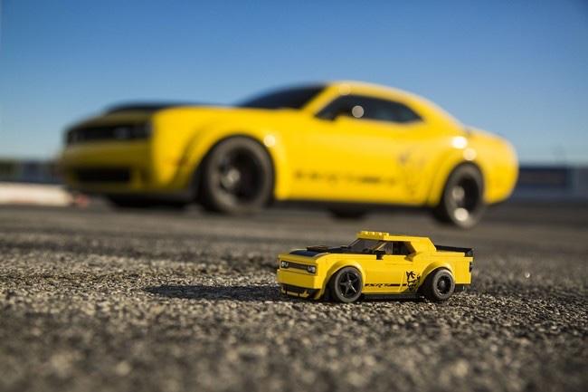 Challenger SRT en Speed Champions LEGO