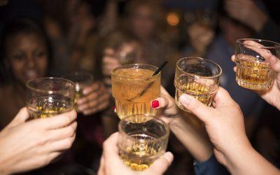Los 5 tragos que todo buen anfitrión debe saber preparar