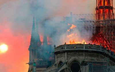 Se incendia la Catedral de Notre Dame en París