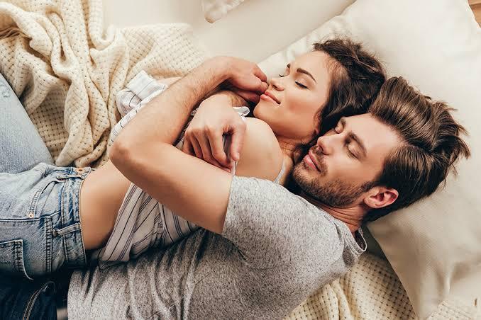 almohada perfecta para dormir de cucharita