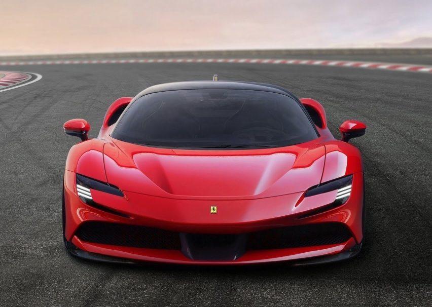 Ferrari SF90 Stradale, su primer híbrido enchufable