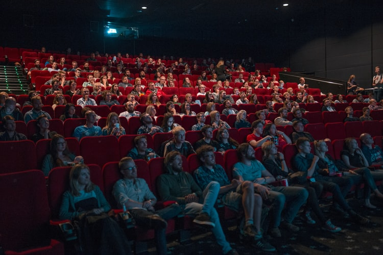 Cierran cines, teatros y gimnasios por COVID-19