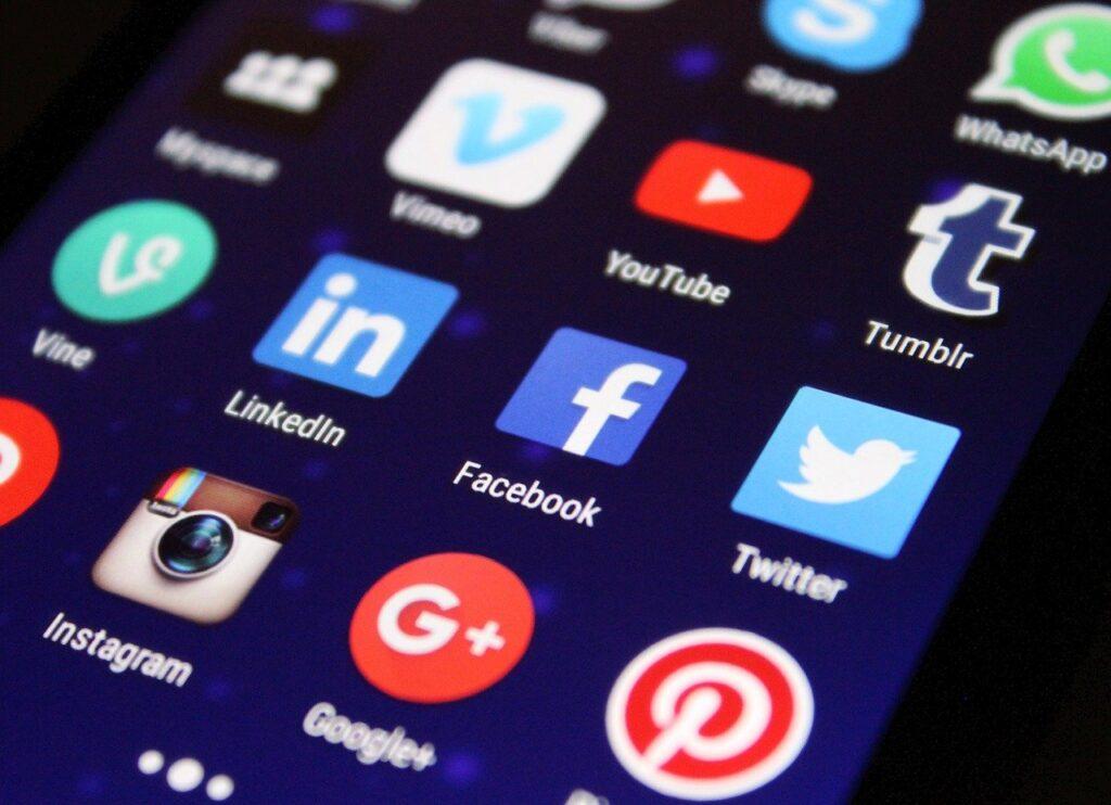 Estados Unidos demanda a Facebook