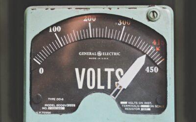 Cambios de voltaje: consejos para tus equipos
